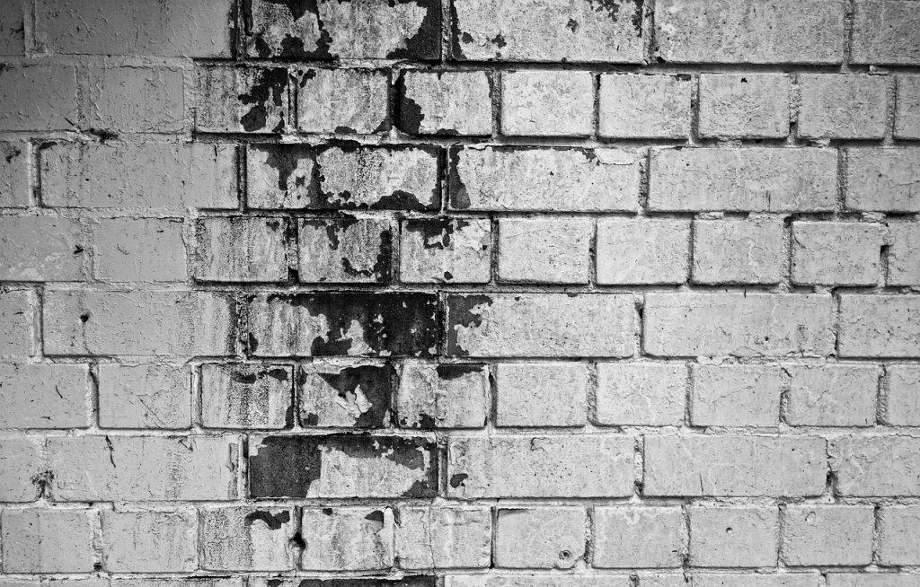 Zaciek na ścianie