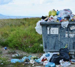kontener ze śmieciami