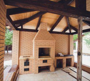 altana z murowanym grillem