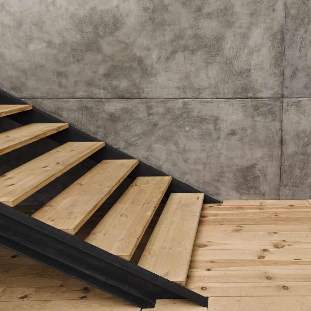 schody wewnętrzne metal plus drewno