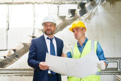 inwestor i wykonawca na budowie