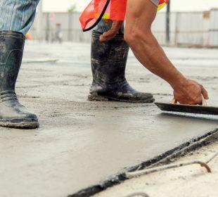 pracownik ba budowie, fundamenty