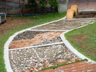 ścieżka sensoryczna w ogrodzie