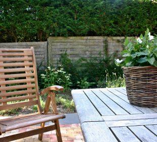 drewniane meble w ogrodzie