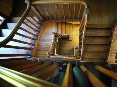 Renowacja starych schodów