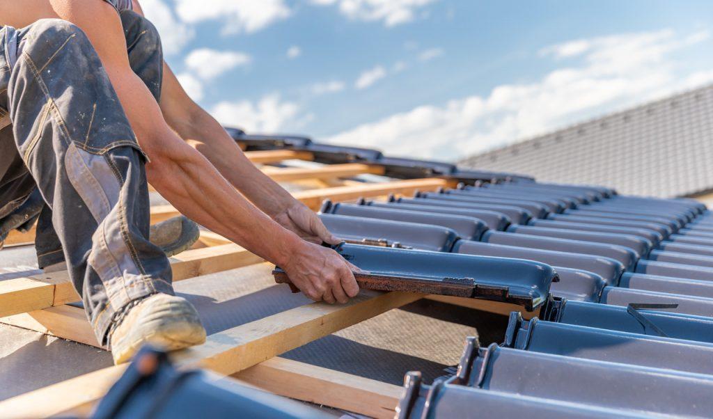 układanie dachu
