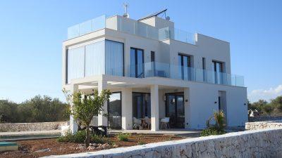 nowoczesny piętrowy dom