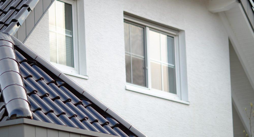 okno w nowoczesnym domu