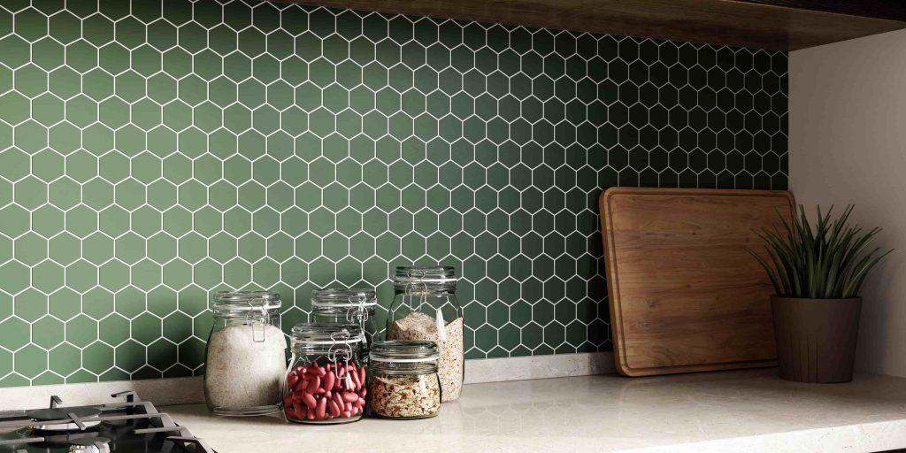 kuchnia z płytkami heksagonalnymi