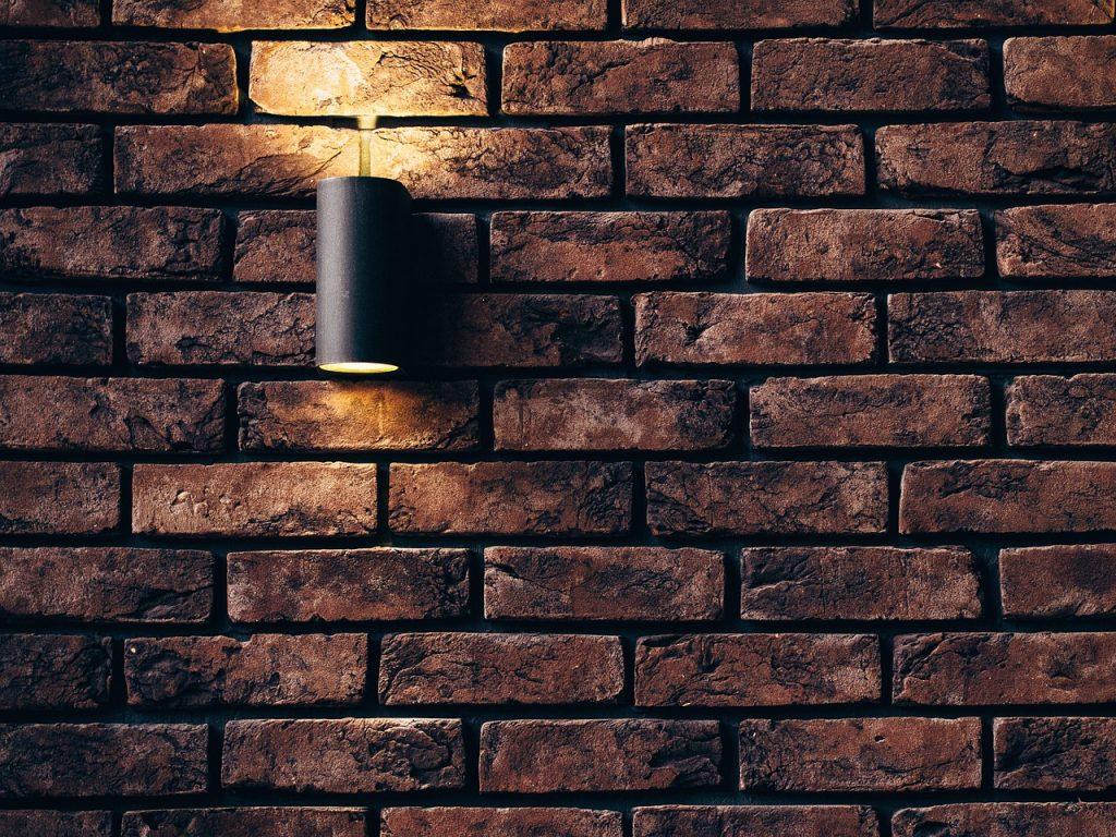 cegła na ścianie