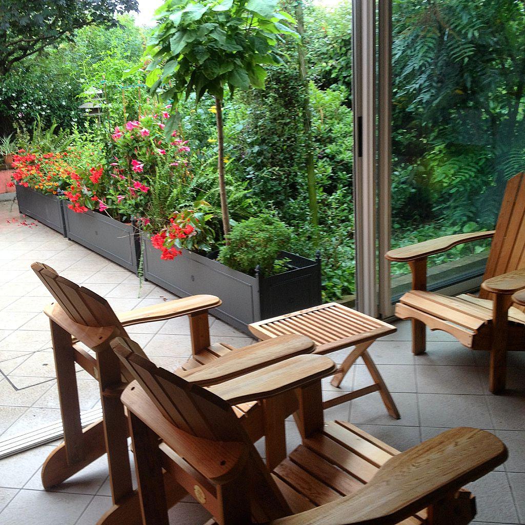 drewniane krzesła ogrodowe